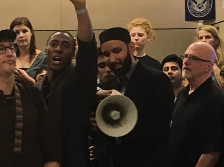airportprotest3